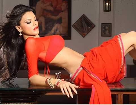 Sexy Unseen Indian girls pic: Actress in hot seducing red dress