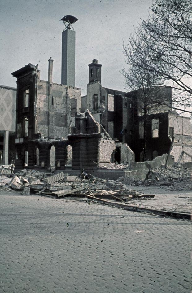 Nieuwe foto's in kleur ontdekt bij het stadsarchief van het bombardement
