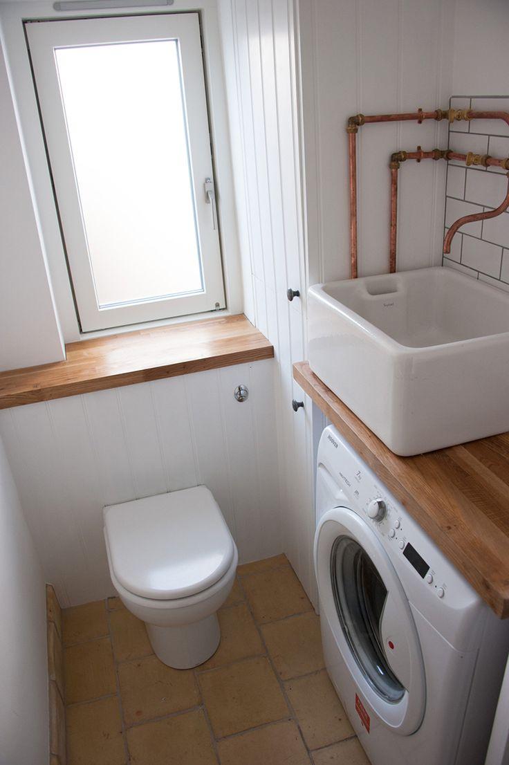 Раковина над стиральной машиной: особенности установки и 70 продуманных решений для функциональной ванной комнаты http://happymodern.ru/rakovina-nad-stiralnoj-mashinoj-foto/ Небольшая раковина, установленная на деревянной столешнице над стиральной машиной