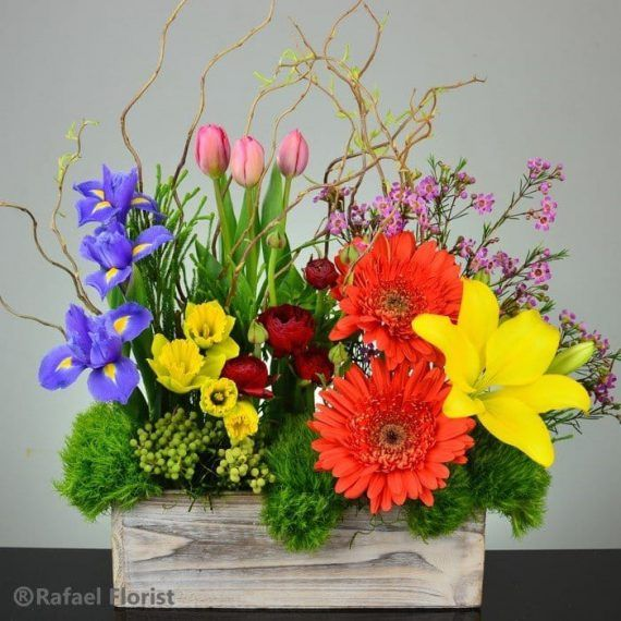 A Spring Floral Arrangement In A Wooden Box With Tulips Ranunculus Irises G Fresh Flowers Arrangements Flower Arrangements Simple Spring Flower Arrangements