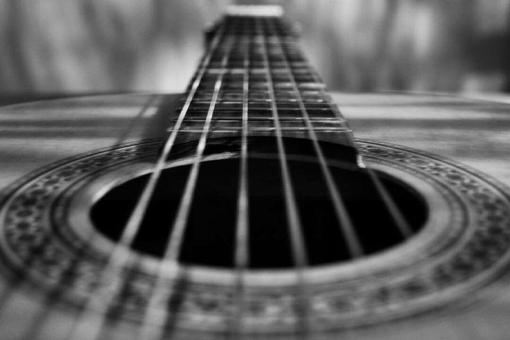 Guitar  #photography #photo #guitar #guitarra #acústica #bnw #blancoynegro