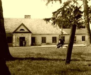Jaworowy Dwór przed odrestaurowaniem http://artimperium.pl/wiadomosci/pokaz/105,w-historycznym-jaworowym-dworze#.Ur62VfTuKSo