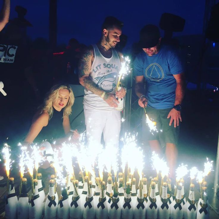 NightclubShop.com - CHAMPAGNE BOTTLE SPARKLERS WITH FREE SPARKLER CLIPS - FREE SHIPPING  - VIP BOTTLE SERVICE SPARKLERS , $72.99 (http://www.nightclubshop.com/champagne-bottle-sparklers-with-free-sparkler-clips-free-shipping-vip-bottle-service-sparklers/)