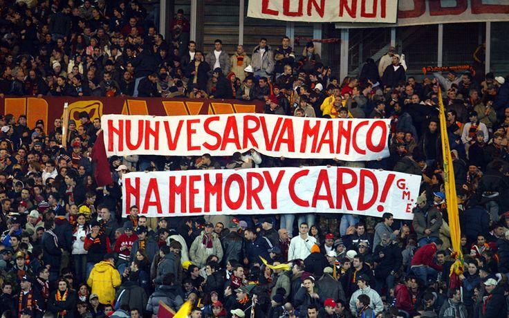 #Striscione dei tifosi romanisti in @officialsslazio-@OfficialASRoma durante il campionato di calcio @SerieA_TIM 2004-2005