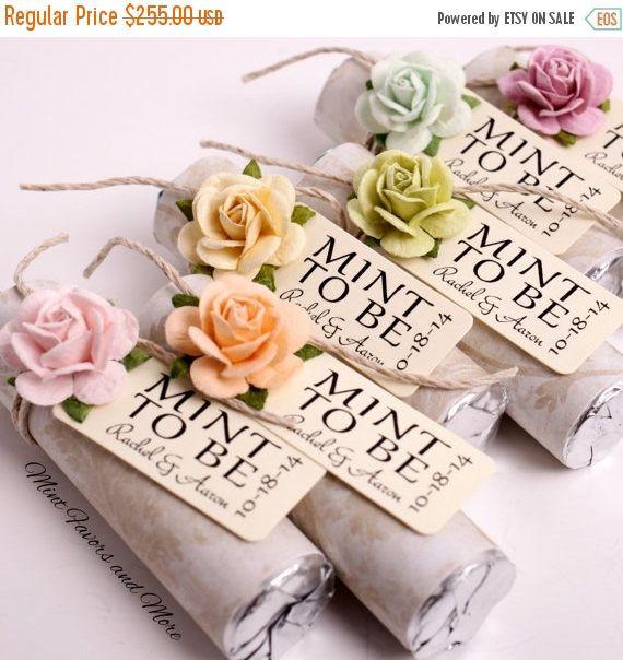 Este listado es para 150 personalizada menta a ser favores de la boda. Usted recibirá los favores completamente montado y listo para tus invitados. Estos favores únicos son perfectos para una celebración de boda, nupcial ducha, aniversario o compromiso. Tiempos de montaje pueden variar cada semana. Por favor lea el enlace actual tiempo. www.etsy.com/shop/BabyEssentialsByMel/policy  ~ ~ ~ CÓMO ORDENAR ~ ~ ~ 1 - elegir un diseño que se adapta a tu novia o la decoración del partid...