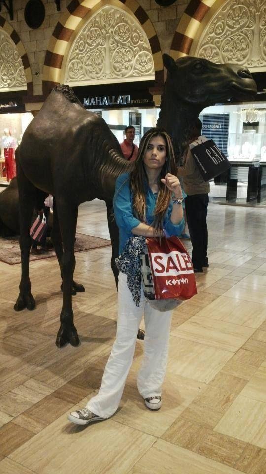 En el Dubai mall *(El centro comercial mas grande del mundo)  todo en Sale :)