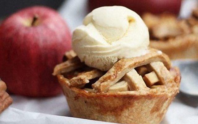 Préparez de délicieuses petites tartes aux pommes pour Noël, à décorer d'étoiles !