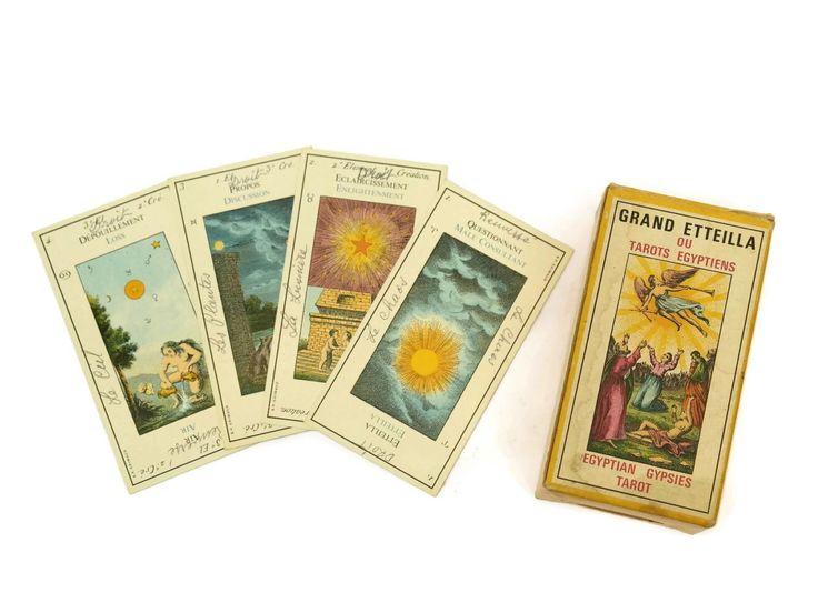 Cartas del Tarot Vintage francés. Cubierta completa de Grand Etteilla. Tarot egipcio gitanos. Cartas de adivinación. de LeBonheurDuJour en Etsy https://www.etsy.com/es/listing/514153343/cartas-del-tarot-vintage-frances