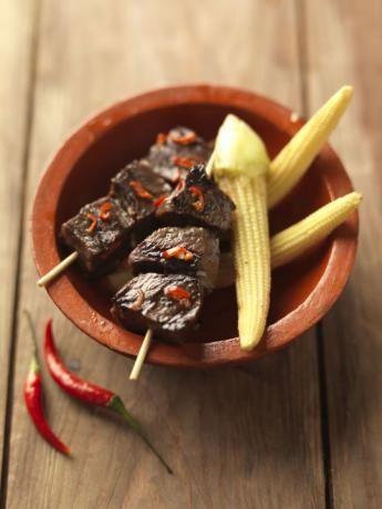Brochettes péruviennes de cœur de boeuf  ou Anticuchos peruanos