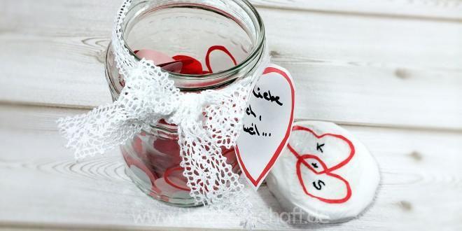 Romantische Liebesbriefe für ihn schreiben zum Valentins- oder Jahrestag - ♥ Herzbotschaft.de