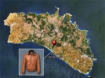 SON BOU en Menorca, playa que lleva el nombre de nuestra fantástica cazadora de piel piloto con cuello de mutón desmontable