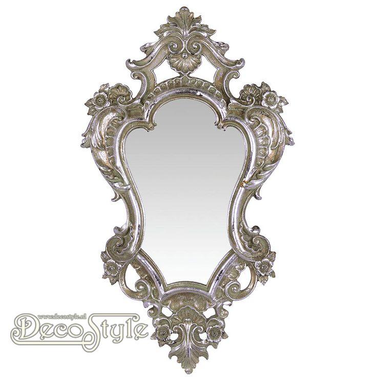 Barok Spiegel Ibendil Zilver  Klassiek rijk versierde Barok spiegel.  Kleur: Antiek Zilver  Materiaal: Polystone  Afmetingen: Hoogte : 48.4 cm Breedte: 28.4 cm Diepte: 5 cm  RESIN WALL MIRROR SILVER