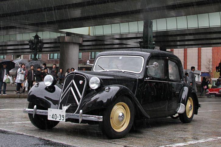 1953年「シトロエン・トラクシオン アバン11CV」。戦前の1934年に誕生した、モノコックボディーと前輪駆動を採用した、当時としては進歩的なモデル。 webCG