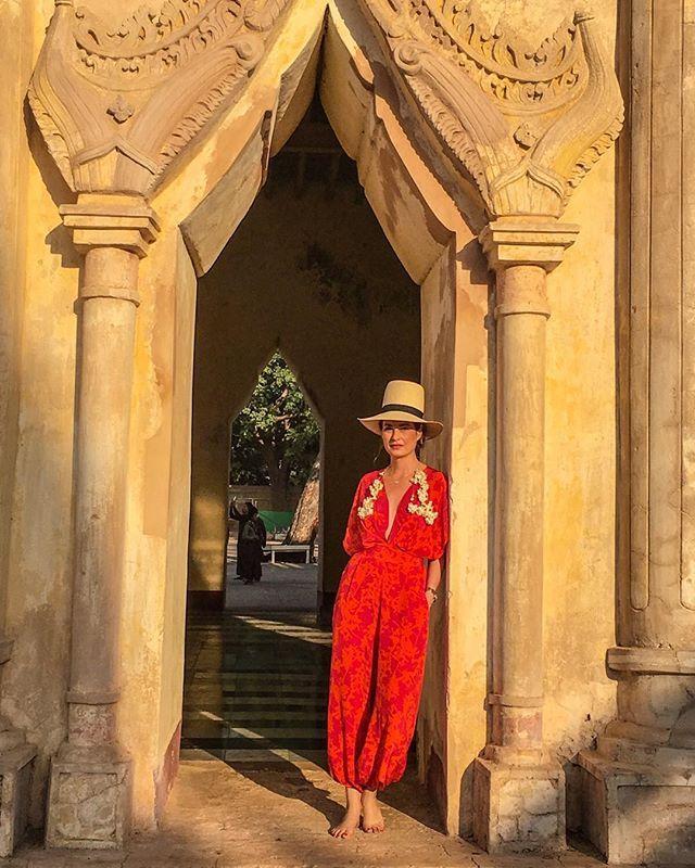 My dear friend @gloriasald en Bagan Myanmar  Deseandote siempre lo mejor!!!!!! #stylishfriends #muse #johannaortiz #jumpsuit