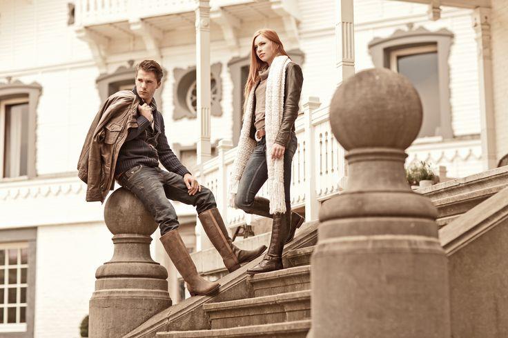 De Polo Croco Marron zijn schitterende dames laarzen, elegant en stijlvol, uit de Argentijnse polotraditie. De dames laarzen worden aan de voorkant opgesierd door een leren gespsluiting die weer over de rits aan de bovenkant heen valt. #bootsandwoods