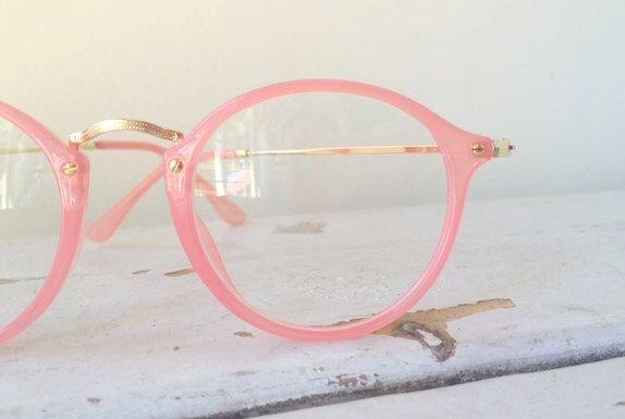 VTG rosa Katze Auge Glasses.nerd. Geek. Rosa. Gold. Urban. Hipster. Clubmaster. eine Brille. Bibliothekar. Sonnenbrille. die Sekretärin. Mod-Mädchen. Maschinen und Geräte von retroandme auf Etsy https://www.etsy.com/de/listing/386042462/vtg-rosa-katze-auge-glassesnerd-geek