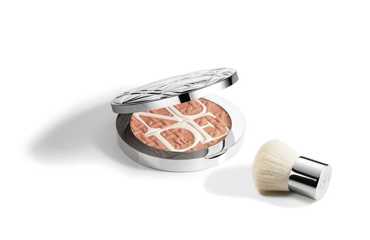 Discover DIORSKIN NUDE AIR CARE & DARE - Summer 2017 Limited Editon by Christian Dior available in Dior official online store. Videos, PROTECTING GLOW POWDER - NATURAL HEALTHY GLOW tutorials and beauty tips on Dior website.