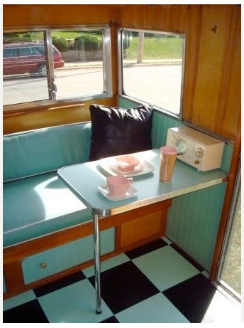 Or just go totally retro and get an old caravan table? #possibilitiesareendleass #tinyliving