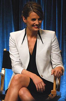 Stana Katic (/ˈstɑːnə ˈkætᵻk born 26 April 1978) is a Canadian-American film and television actress. She is best known for her portrayal of Kate Beckett on the ABC series Castle.