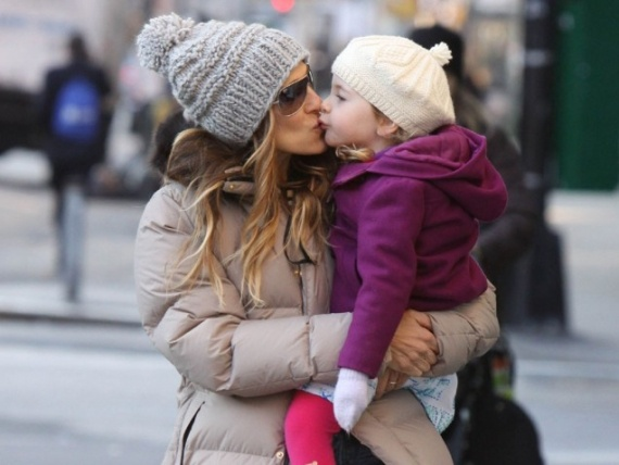 Canadian moms can relate to SJP. Surviving winter walks to school requires appropriate outerwear! #momuniform
