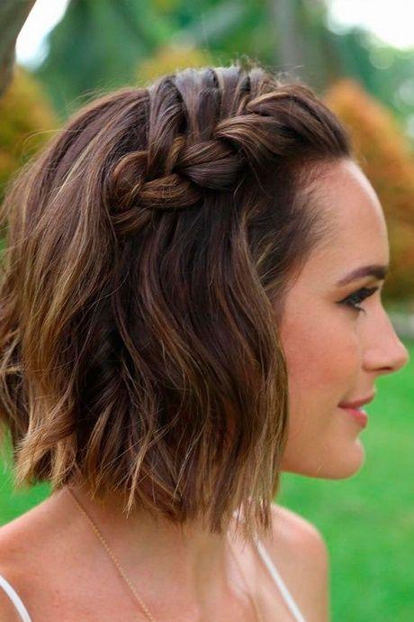 Simple shoulder-length hairstyles