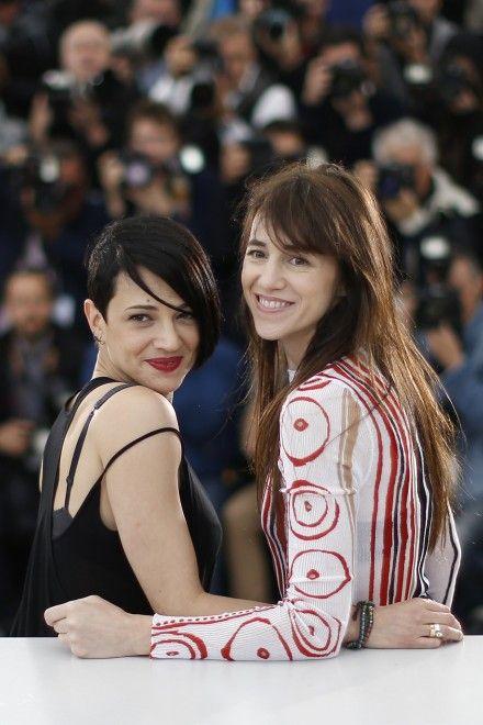 Cannes, foto di famiglia con Gabriel Garko, Charlotte Gainsbourg e Asia - Spettacoli - Repubblica.it
