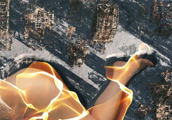 """#IdentidadYVestigio #MarinaNúñez """"... la obra titulada El Volcán, remasterizada y adaptada al espacio expositivo. Inspirada en fotografías aéreas y por satélite de Pompeya, El Volcán representa una carta geográfica. En la imagen, tres mujeres se nos muestran etéreas, como recuerdos de lo que fueron, sobre los restos de la erupción del volcán. Una de ellas es definida por un paisaje calcinado, otra yace envuelta en llamas en medio de una ciudad en ruinas...""""."""