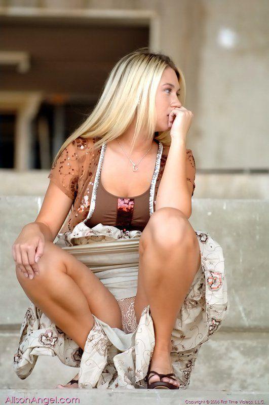 Angie harmon hot