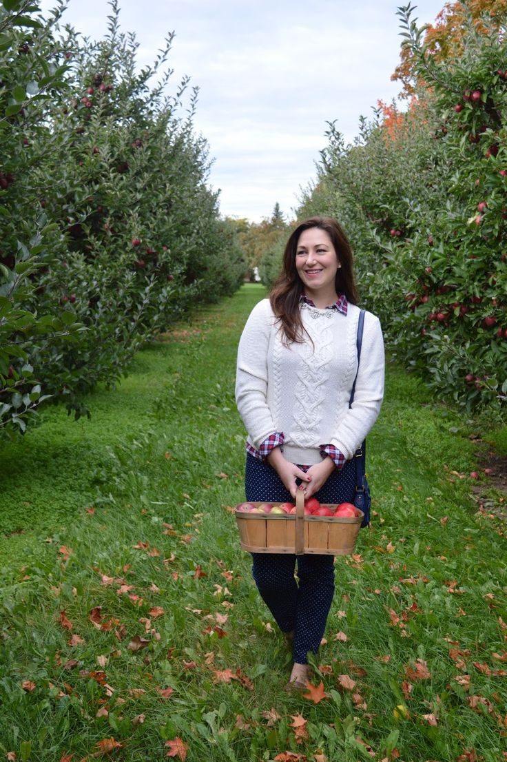 Apple picking fall outfit