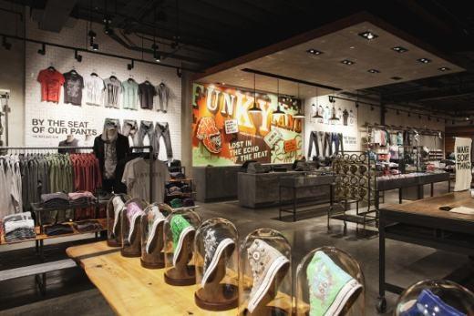 Новый магазин Converse в Санта Моника, Калифорния.