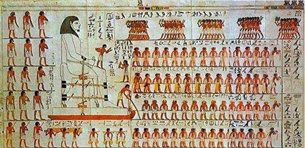 Orang Mesir kuno memindahkan patung besar
