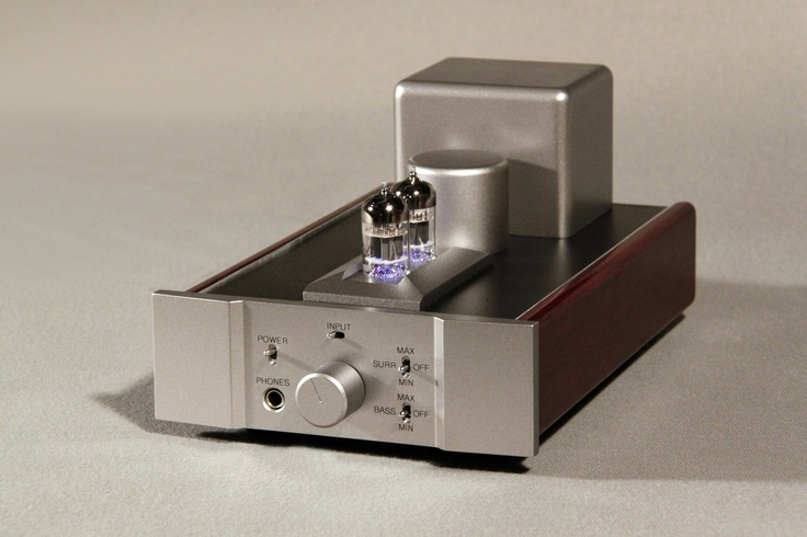World-class audio engineer Jim Fosgate is the vision and expertise behind the Fosgate Signature Tube Headphone Amplifier. The Fosgate Signature embodies unique and patented circuit topologies, elevating the headphone listening experience.