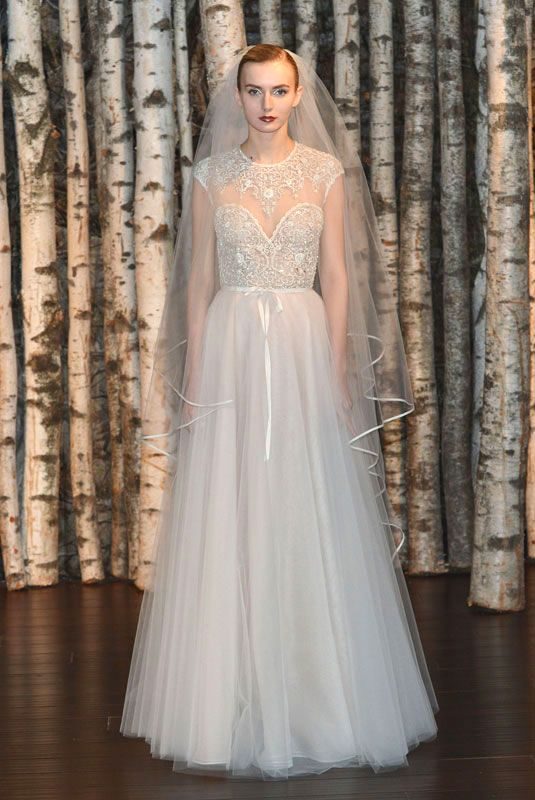 Love that this dress has both a sweetheart neckline and a cap-sleeve. From the Naeem Kahn spring 2015 bridal collection.