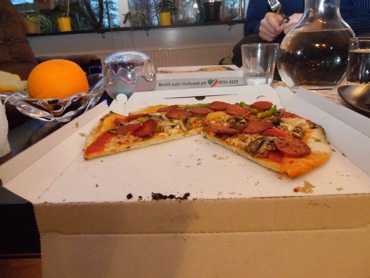 Lækkersulten? Prøv en glutenfri pizza som take-away fra Azzura i Aalborg. De leverer ikke, men det kan man overleve, når man kan få en lækker pizza.