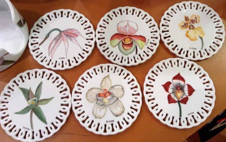 Set de portavasos pintados a mano sobre porcelana, motivos orquídeas Colombianas, Cecilia Farbiarz