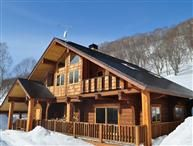 When you think 'Japan' you don't often picture it as a skiing resort. But who could say no to the opportunity of staying at this amazing ski chalet in Niseko? http://www.holidaylettings.co.uk/japan/