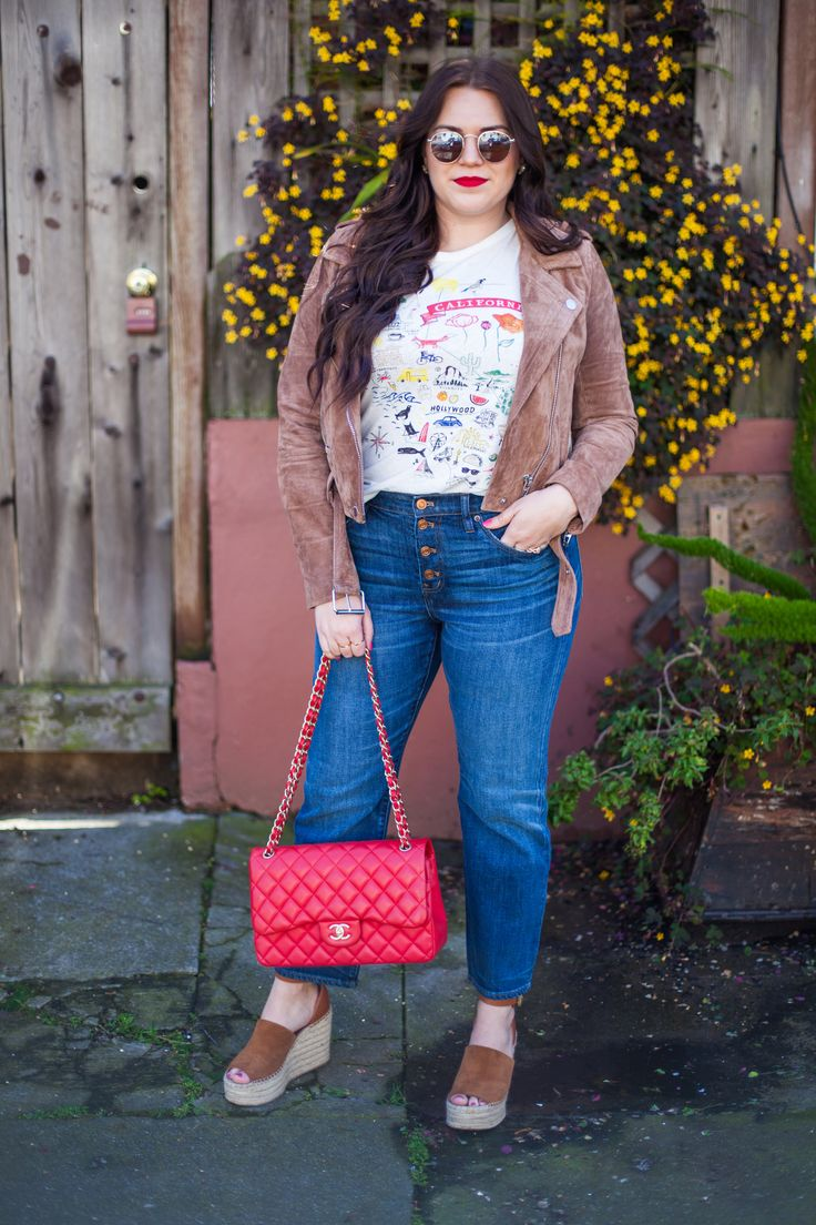 Love her look. The reflector glasses, printed tee and riding jacket are amazing. California girl, j.crew style | sassy red lipstick    Body positivity advocate | Style blogger | Summer style | Summer fashion | curvy girl fashion summer | curvy girl fashion tips | curvy girl fashion spring | curvy girl fashion fall | curvy girl fashion winter | curvy girl fashion work | curvy girl fashion casual |