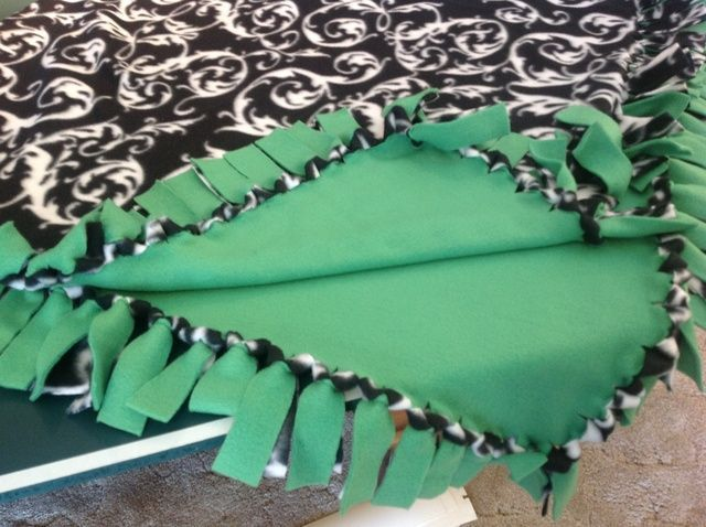 How to Make a No Sew Fleece Blanket (W/out Bulky Knots) With sizes - 1 yd baby, 1 1/2 yd toddler, 2 yd adult