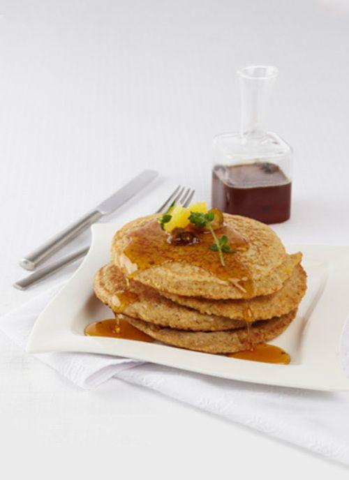 Pancakes de chócolo y avena con cítricos y miel de mandarina Chef: Catalina Vélez Para aquellas personas que están buscando cuidar su salud, sin sacrificar el gusto por la buena mesa, esta receta de pancakes es extraordinaria. Puede preparar la masa con anterioridad para disfrutarla durante la semana
