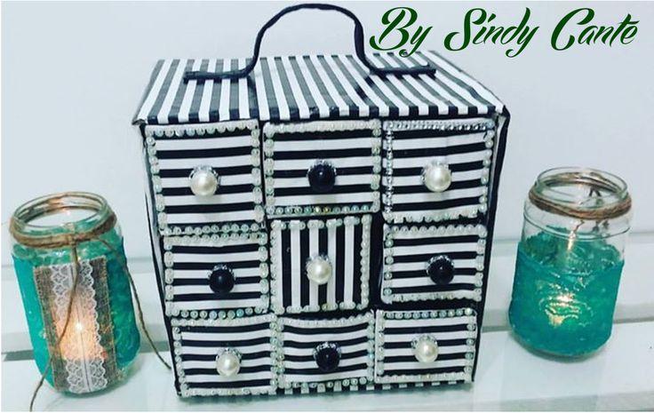 Organizador con cajas de leche tetrapack