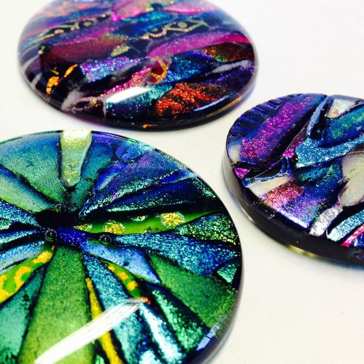 Get the most out of dichroic glass with this class. Full of unusual techniques, you will finish the day with ten pieces using different methods. Book now!