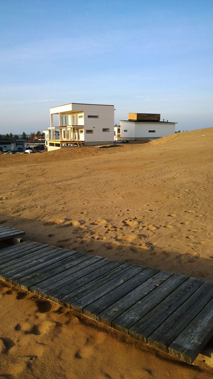 Kalajoen Loma-asuntomessut rakentuvat upeisiin hiekkamaisemiin. Holiday Home Fair, in a beautiful sandy beach, Kalajoki, Finland.