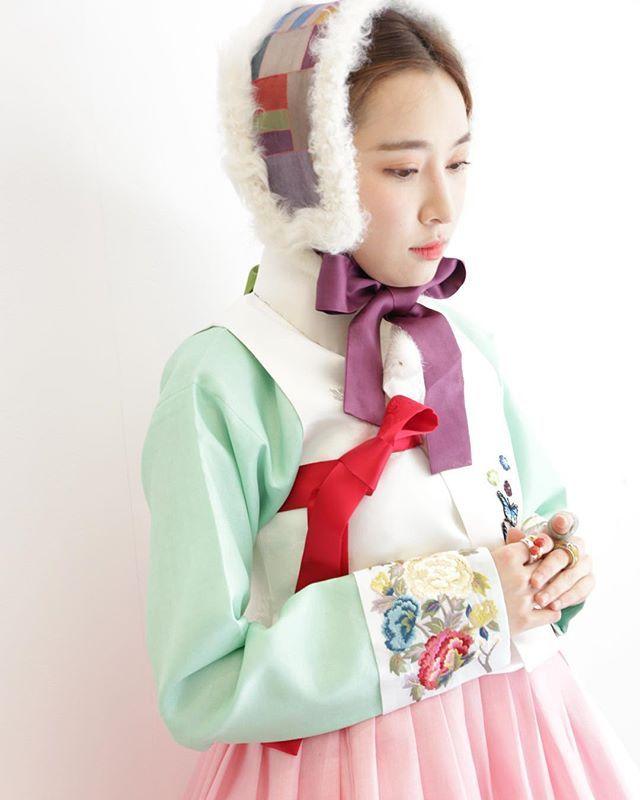 #입동. 전국이 가을비에 낮에도 쌀쌀.. 모두들 겨울채비 하세요⛄️ #바느질풍경 #한복 #겨울한복 #한복사진 #한복스냅 #신랑신부한복