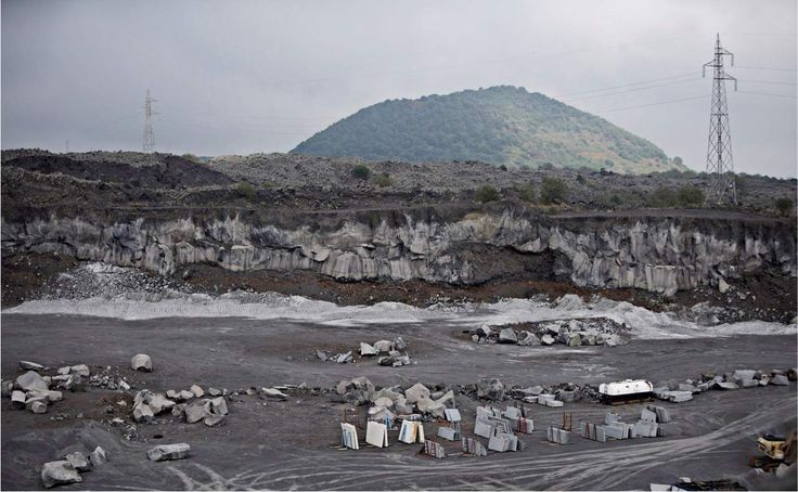 It should be noted that lava stone is a unique natural material. As compared to marble, granite and terracotta, it is more resistant to temperature drops and stains. Moreover, lava stone is highly valued for ultimate resistance to wear and impact. This material is strong enough to be employed for the production of large-format slabs (150×300 cm). Lava stone is quarried by Made a Mano at the bottom of Etna with the application of traditional processes.