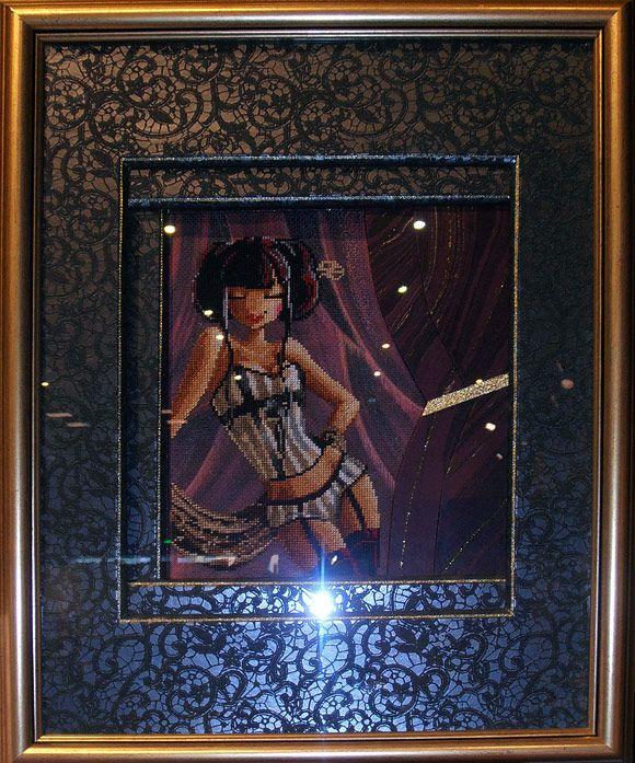 Miss Cabaret brodée et encadrée par Nelly