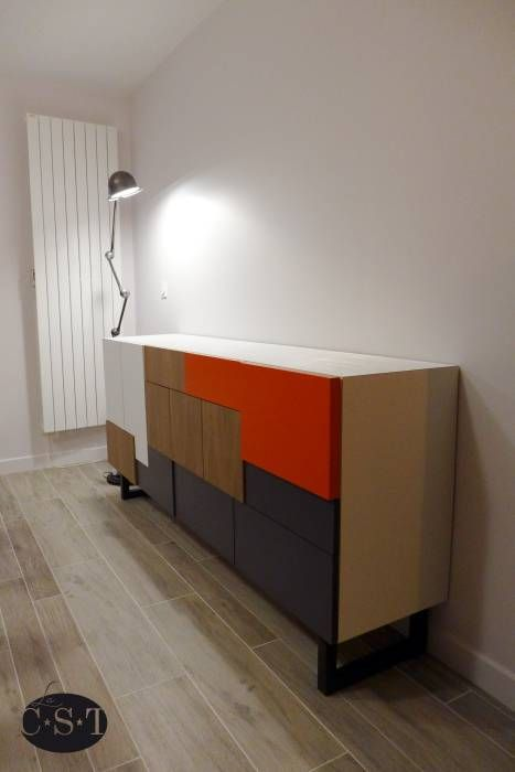 Buffet sur-mesure avec des façades à épaisseur variables: Salle à manger de style de style Moderne par La C.S.T - Christophe SIMONOTTI et Fanny LE BORGNE
