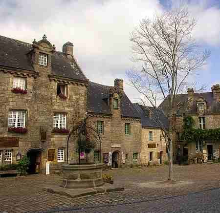 The village of Locronan France,photos and guide,hotels and cottages