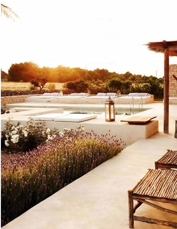 Casa Tres Chic: Pool landscaping