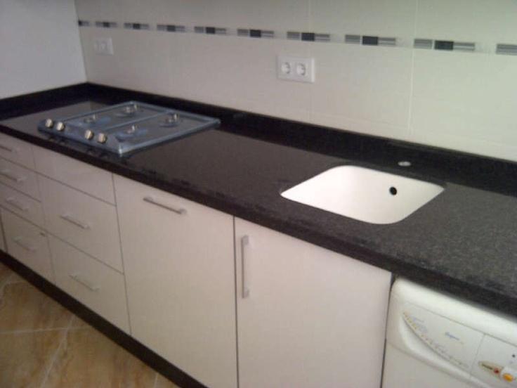 Montaje encimera granito negro sud frica con canto doble for Encimeras de granito blanco