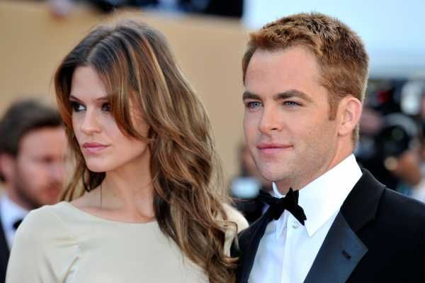 Chris Pine breaks up with his girlfriend.